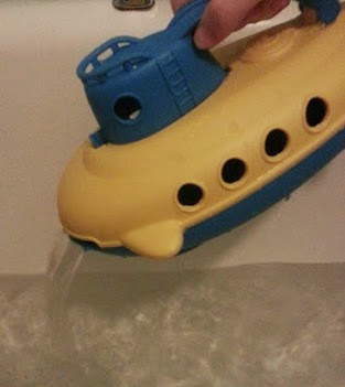 Green toys recycled plastic submarine pouring water