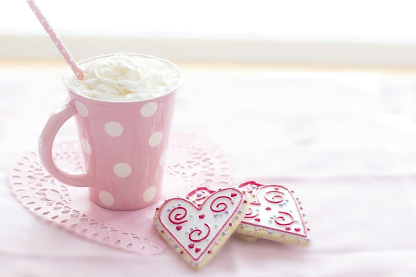 Image: Valentines day hot chocolate in a pink mug, and heart-shaped cookies, by Terri Cnudde on Pixabay