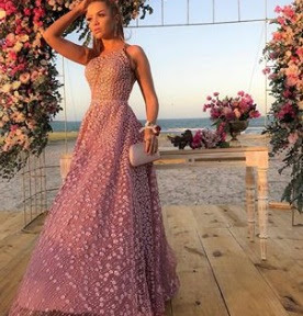 Hoje vamos nos inspirar  com belos vestidos, qual é a mulher que não gosta de um vestido elegante? Vestidos é um look muito charmoso que fica bem em ocasiões especiais como: vestido para ir ao casamento, festa, madrinha de casamento, formatura, são ocasiões que com certeza um belo vestido faz toda a diferença. E agora vamos nos inspirar em alguns modelos: