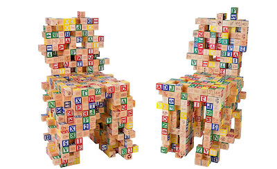 sillas con cubos de madera