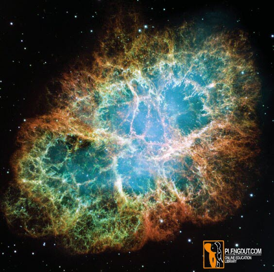 Gambar 4: Nebula Kepiting — Reruntuhan Bintang yang Meledak. Ketika bintang yang sekarat meledak di sebuah supernova, bintang itu meninggalkan kafan pemakaman berisi gas bercahaya yang meledak dengan hebatnya ke angkasa. Seribu tahun setelah ledakan, gas-gas ini masih bergerak keluar sekitar 1800 kilometer per detik (sekitar 4 juta mil per jam). Nebula Kepiting berjarak 6500 tahun cahaya dari Bumi dan sekitar 13 tahun cahaya. (NASA, ESA, J. Hester dan A. Loll / Arizona State University)