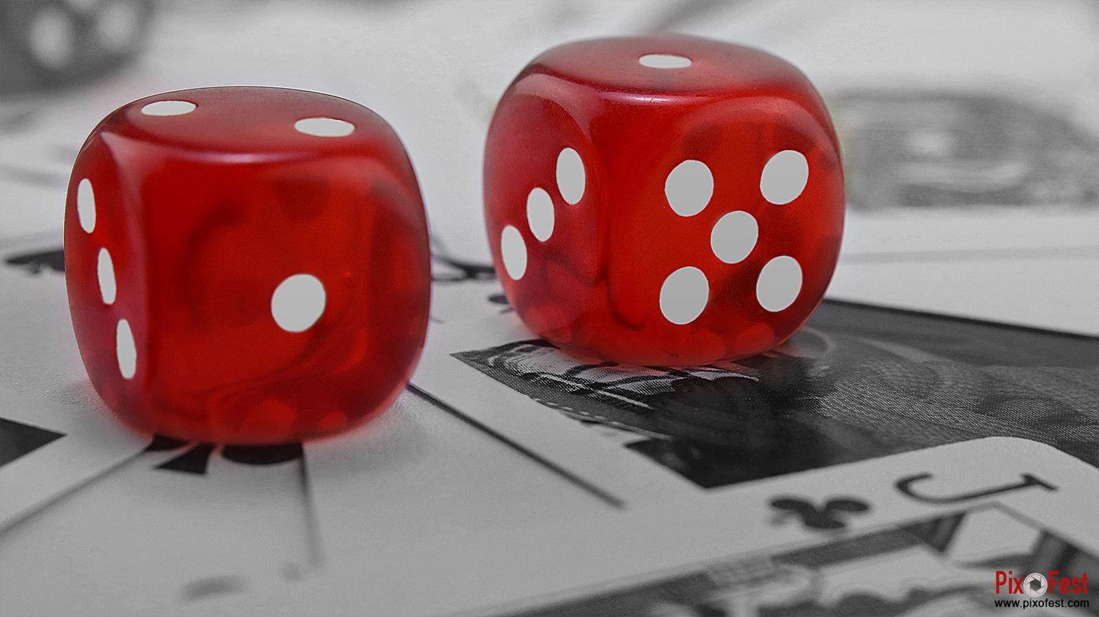 diceimage,dicepicture,dice,cube,cubeimage,cubepicture,cube wallpaper,red dice,dicewithcard,dicewithplayingcard,blackandwhite,pixofest
