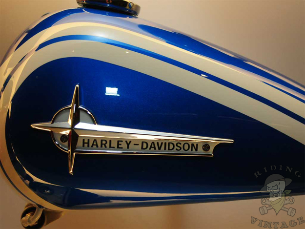 harley-davidson tank emblem and paint colors for 1961 - 1962