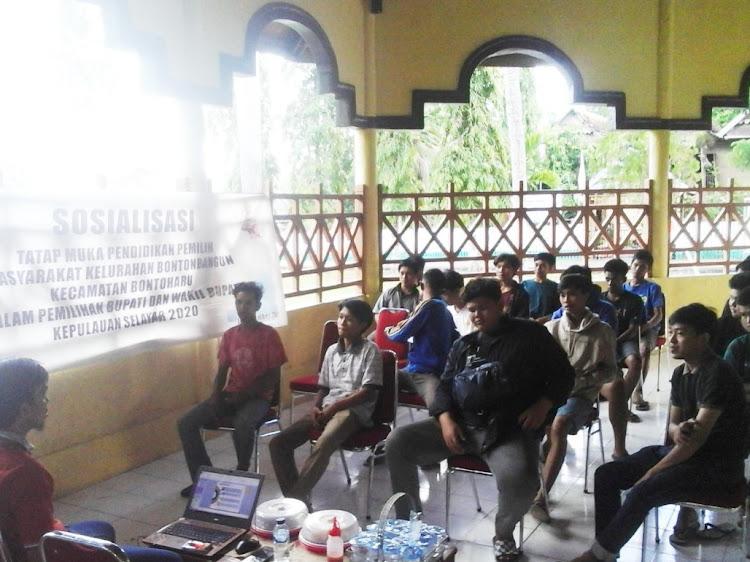 KPU Kep. Selayar, Sasar Generasi Muda Bontobangung Gelar Sosialisasi Pendidikan Pemilih