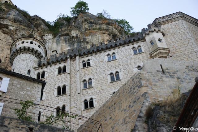 Splendida vista dal basso sui Santuari e sul Palazzo del Vescovo di Rocamadour