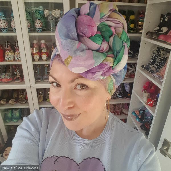 blogger wearing fashion scarf as headwrap