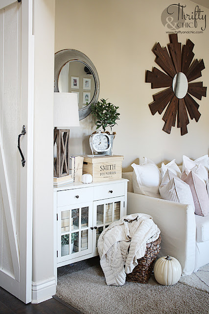 Fall living room decor and decorating ideas. Farmhouse living room decor. DIY farmhouse living room projects. Shiplap in living room. Multi functional guest bedroom ideas. How to decorate for fall. Neutral living room decor.