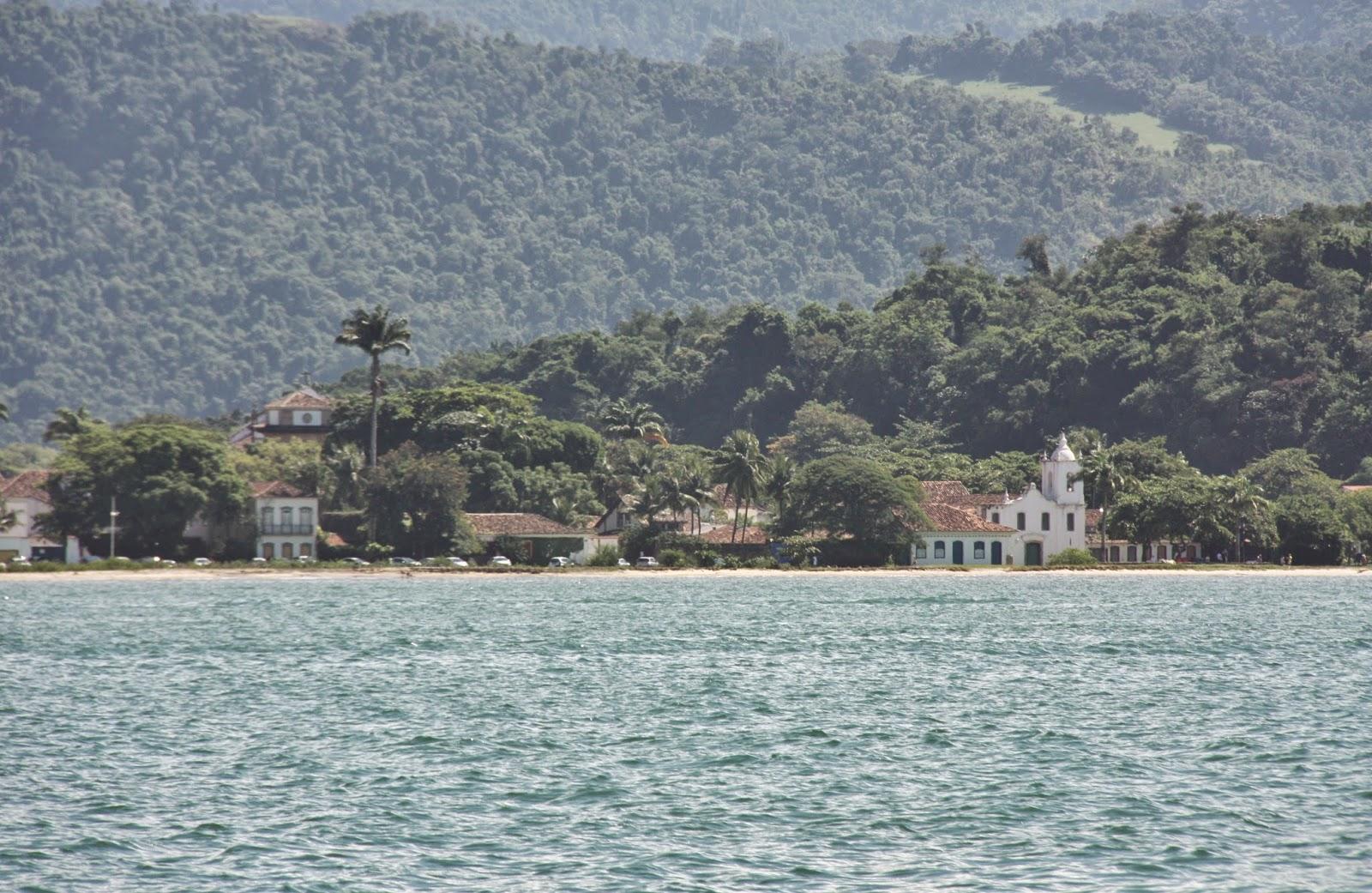 Igreja Nossa Senhora das Dores, em Paraty, vista do mar