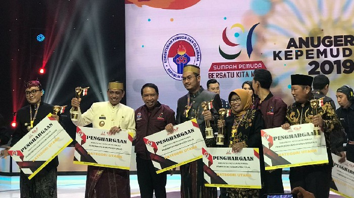 Selain Sinjai, Kemenpora Juga Ganjar Penghargaan Layak Pemuda Untuk Wajo