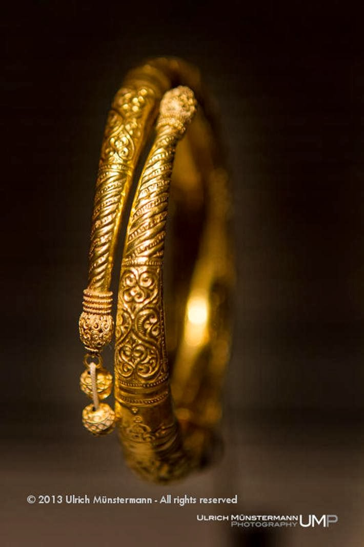 11th-12th century Golden Bracelet - Museum of Islamic Art (MIA) Syria.