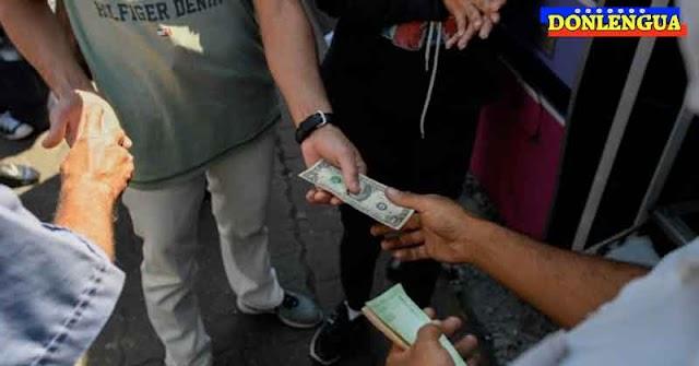 AY NICOLÁS   Autobuseros cobran pasaje en dólares y dan el vuelto en bolívares