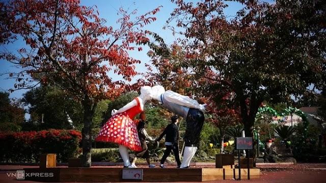 The park makes visitors blush