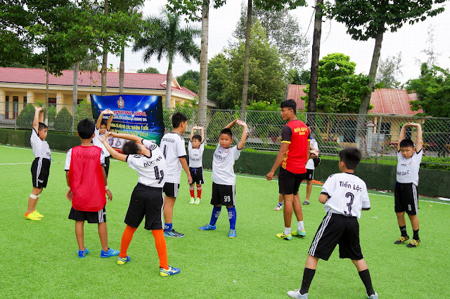 học bóng đá dĩ an bình dương