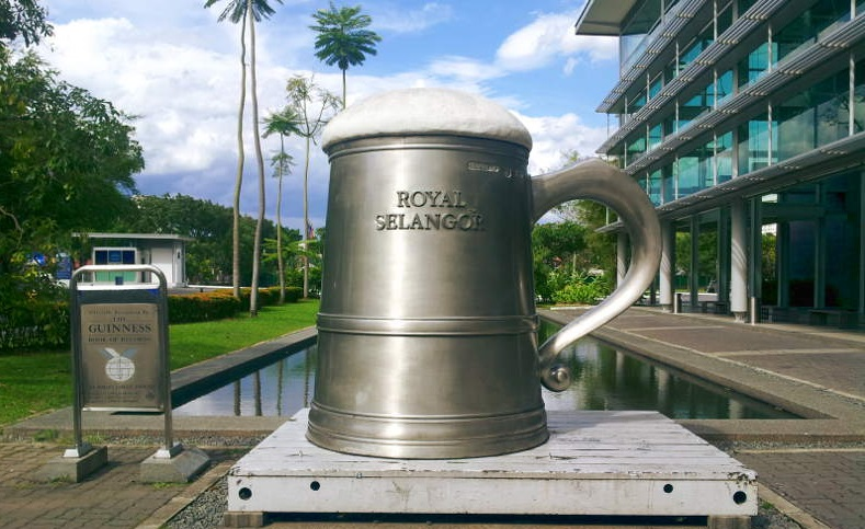 Outside The Building There Is A World S Largest Pewter Tankard As Recorded In Guinness Book Of Records This Nice Place To Take Some Photos