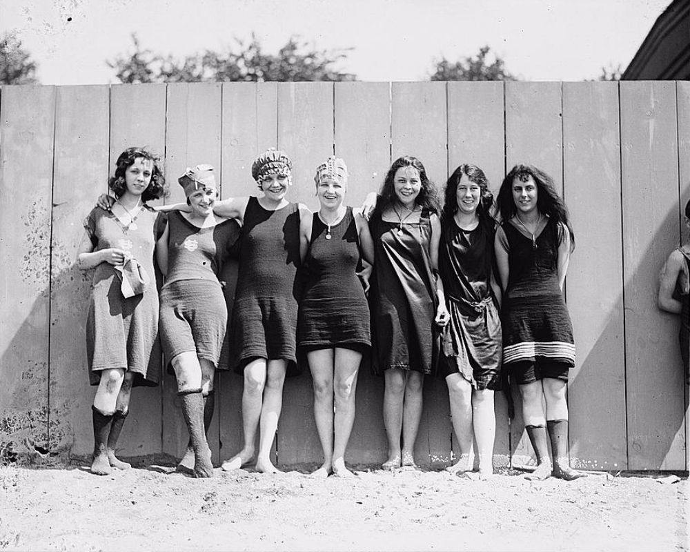 Seven female swimmers at the Tidal Basin in Washington DC 1920  vintage everyday