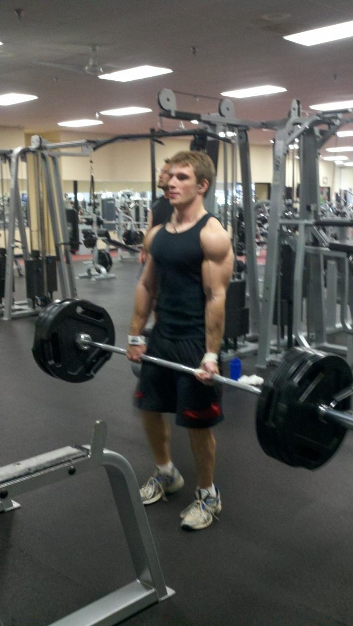 sexy-gay-dude-from-the-gym-strong-arms-huge-swole-biceps