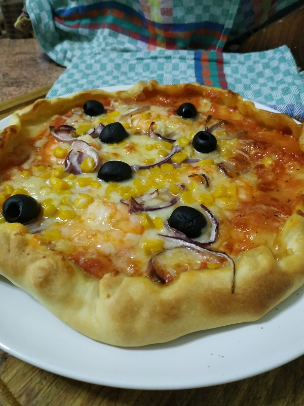 Pizza con bordes rellenos