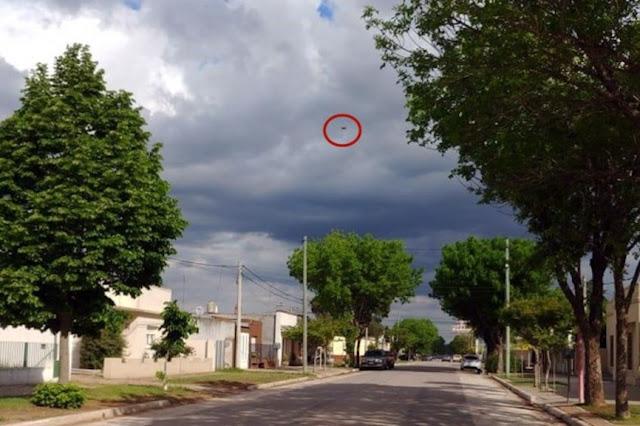 UFO bay trong cơn bão ở Argentina