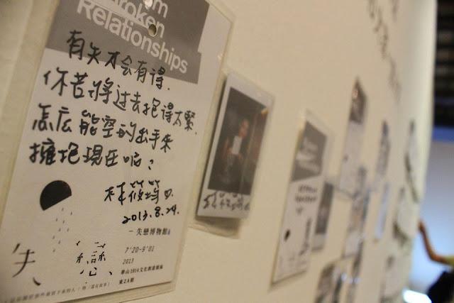 Mỗi một vật phẩm được trưng bày trong triển lãm đều đi kèm với một câu chuyện