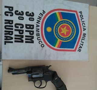 Após ameaçar a própria mãe, menor e detido com uma arma de fogo na Zona Rural em Buíque