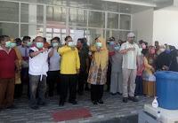 Bagikan Masker dan Bingkisan, Bupati Minta Kepala PKM Sanggar Jaga Tenaga Medis