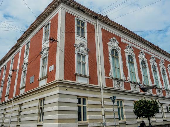 Стрий. Народний дім з погруддями письменників і громадських діячів