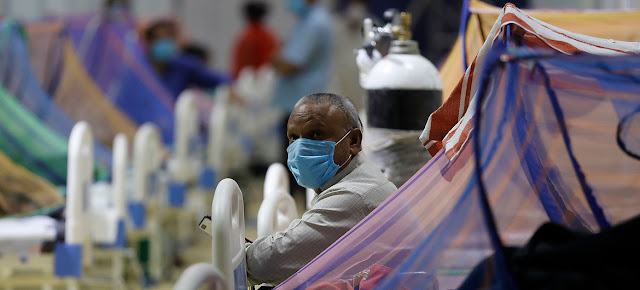 Pacientes recibiendo tratamiento en el centro de atención COVID-19 en la Villa de los Juegos de la Commonwealth en Nueva Delhi, India.UNICEF/Amarjeet Singh