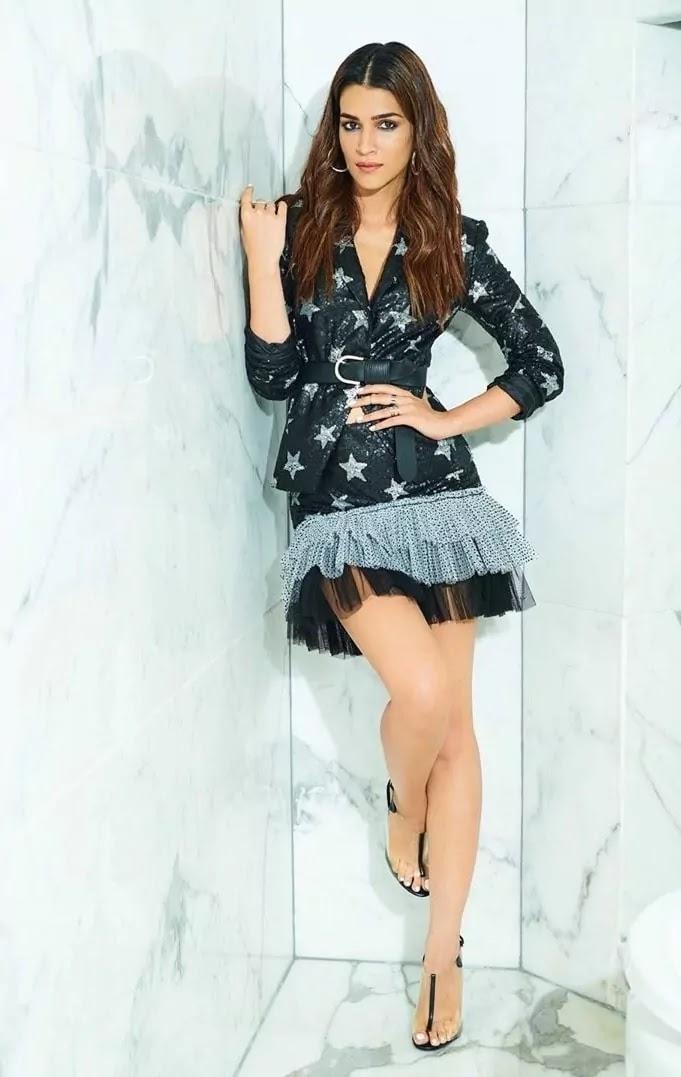 kriti-sanon-hot-sexy-looks-in-black-short-dress