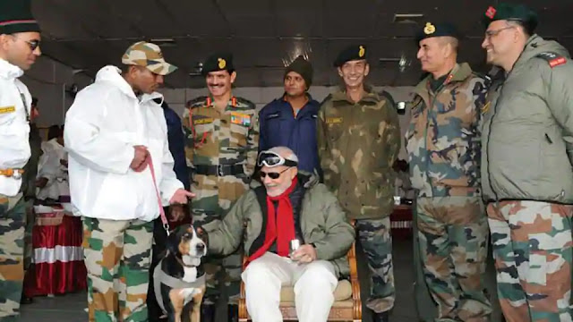 Narendra modi with army officers