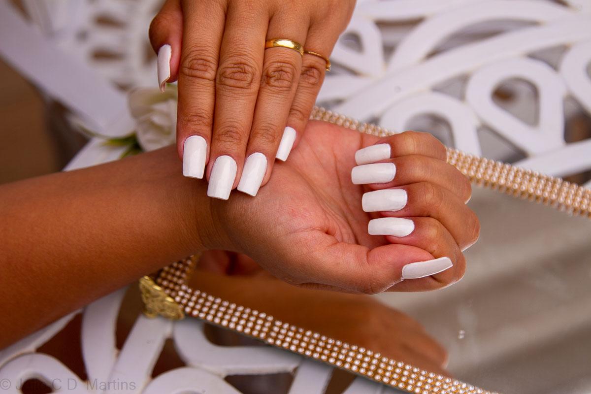 Esmalte branco, uma tendência de cor para o verão 2019