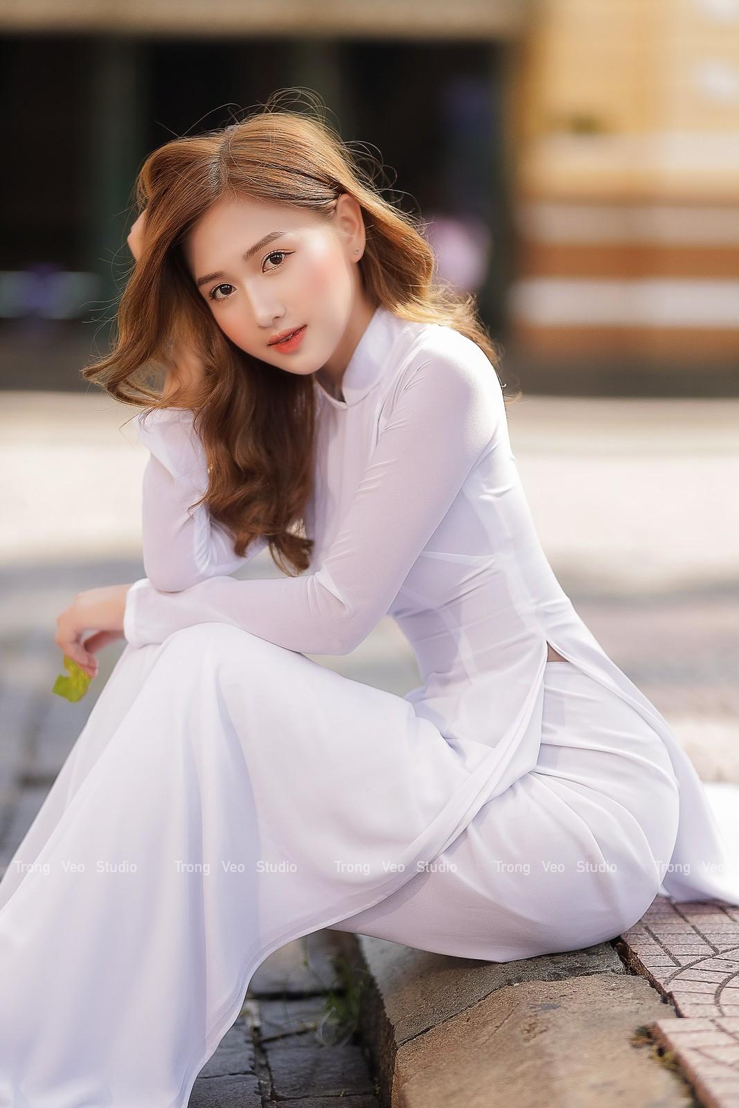 Ngắm hot Girl Thu Hương xinh đẹp như hóa trong tà áo dài trắng bên cúc họa mi - 13
