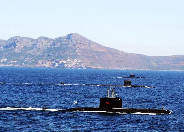 Submarino de propulsión nuclear USS San Juan de la US Navy y SSK de la South African Navy