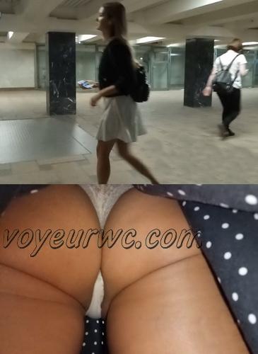 Upskirts 4329-4338 (Secretly taking an upskirt video of beautiful women on escalator)