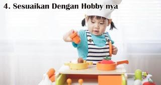Sesuaikan Dengan Hobby nya merupakan salah satu tips memilih kado natal untuk anak-anak