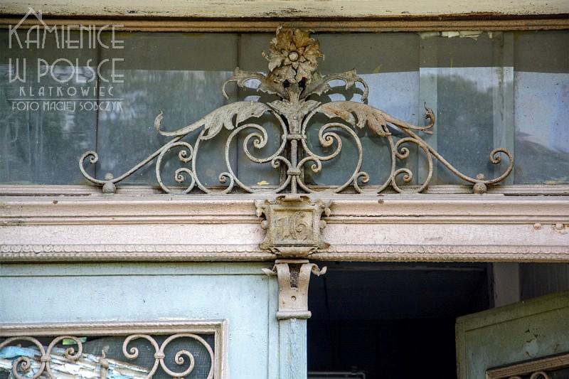 Drezdenko. Architektura. Kamienica. Drzwi. Metaloplastyka.