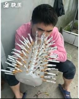 Kocak, Pria Ini Pakai Galon untuk Hisap Puluhan Rokok Sekaligus