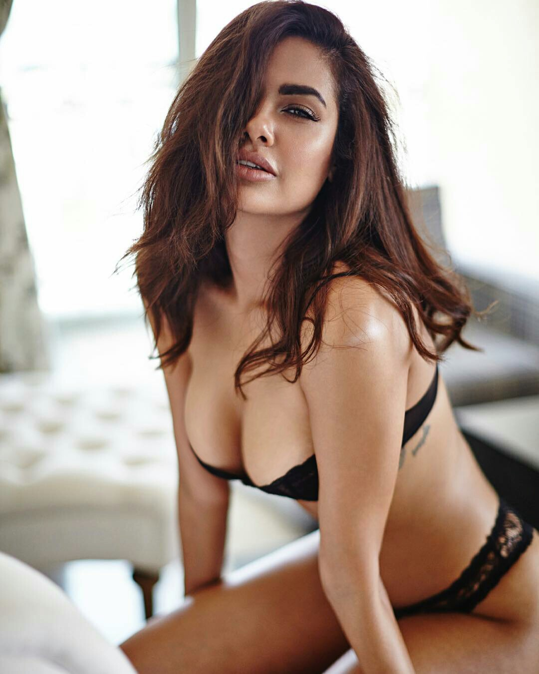 Esha Gupta hot seductive photoshoot