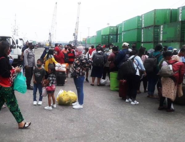 KM.Kelud Turunkan 664 Penumpang dari Medan di Pelabuhan Batu Ampar