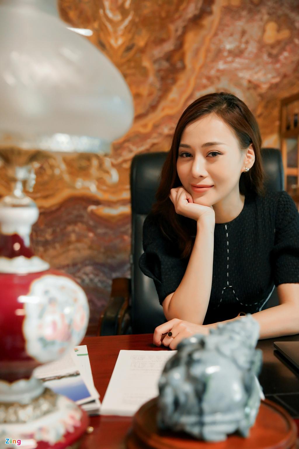 Phương Oanh quay lại bối cảnh động Thiên Thai của 'Quỳnh búp bê'