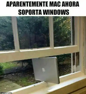 Portátil Mac encajado en una ventana