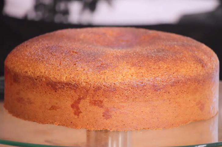 LEMON AND CINNAMON CAKE