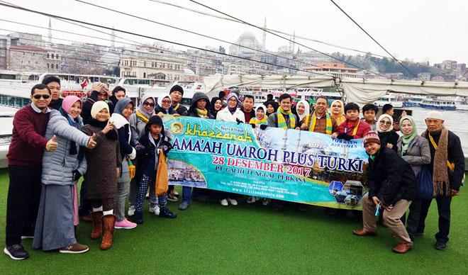 Jamaah-Umroh-Plus-Turki-Saat-Di-Kapal-Bhosphorus