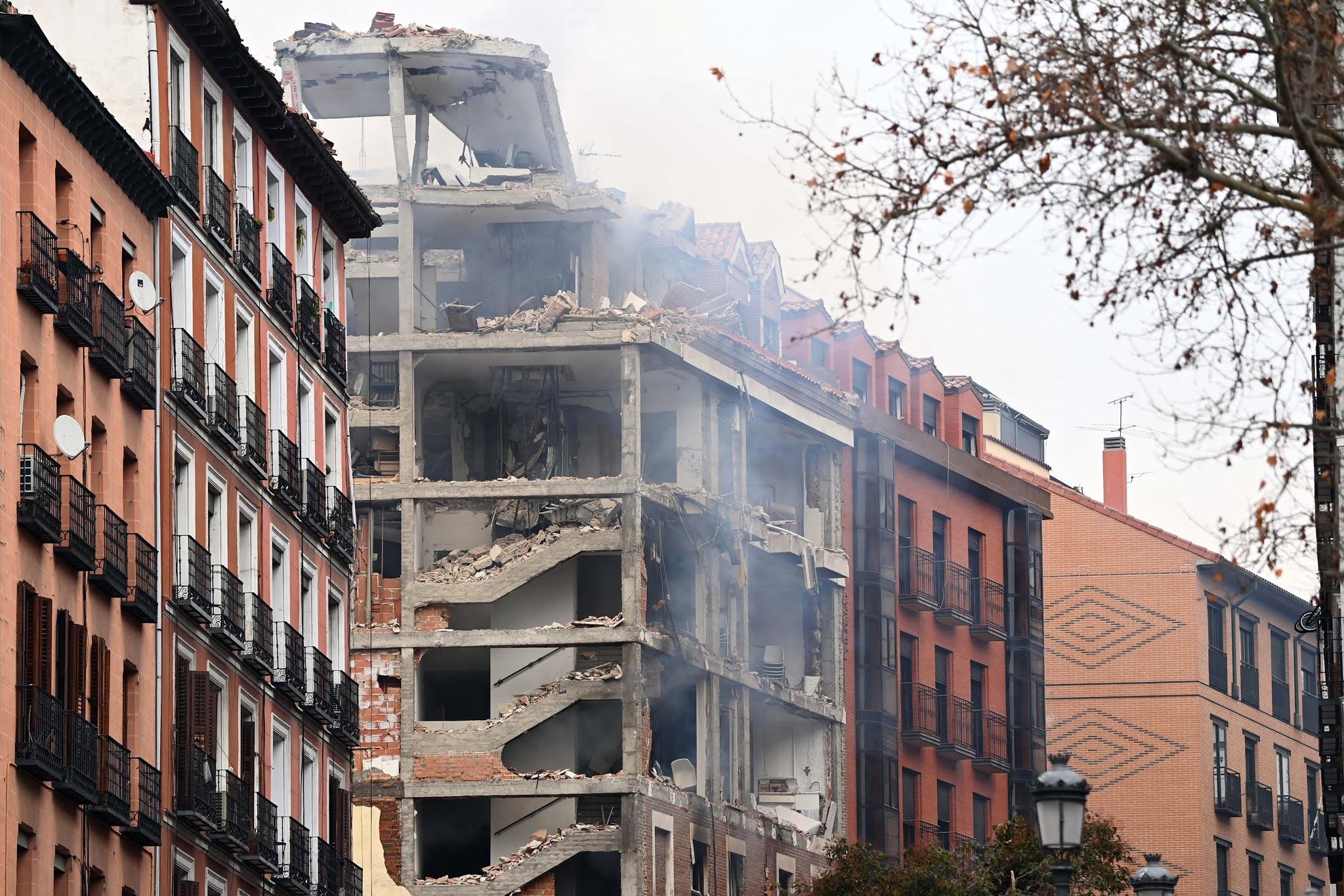 Al menos tres personas murieron tras una explosión en un edificio en el centro de Madrid
