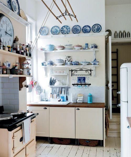 A view of my kitchen msmarmitelover