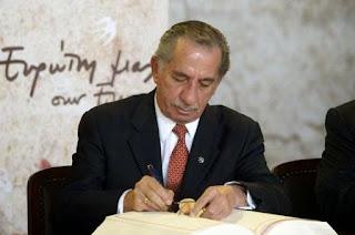 Σαν σήμερα ο Τάσος Παπαδόπουλος είπε: Σε καλώ να απορρίψεις το Σχέδιο Ανάν. Σε καλώ να πείς στις 24 του Απρίλη ένα δυνατό ΟΧΙ. Σε καλώ να υπερασπιστείς το δίκαιο, την αξιοπρέπεια και την ιστορία σου.