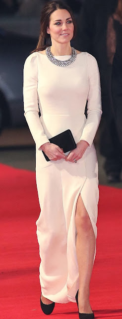 Kate wearing ZARA necklace