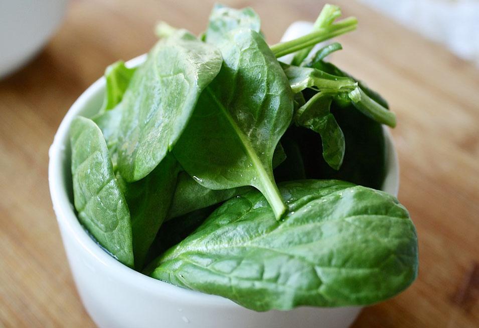 15 Impressive Health Benefits of Spinach