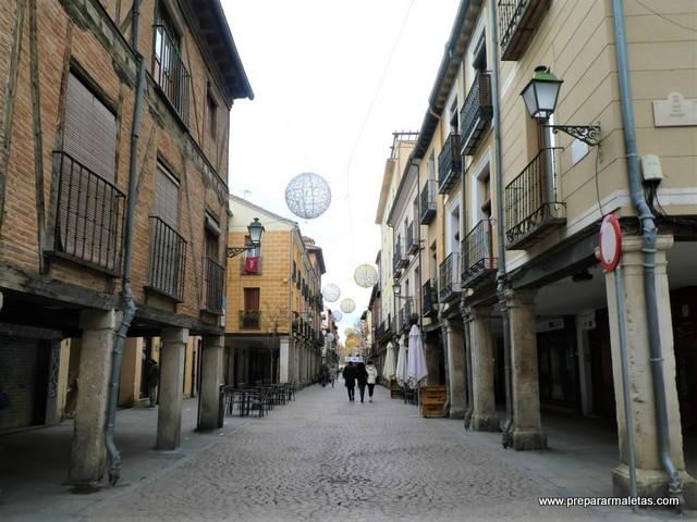 recorrer la calle mayor de Alcalá de Henares