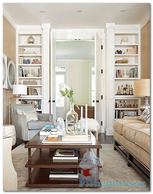 Ide 02: Kombinasi desain Buffet rak 8 tingkat berwarna putih mempermudah dan mempercantik peletakan barang pada ruangan minimalis dan terlihat lebih rapi