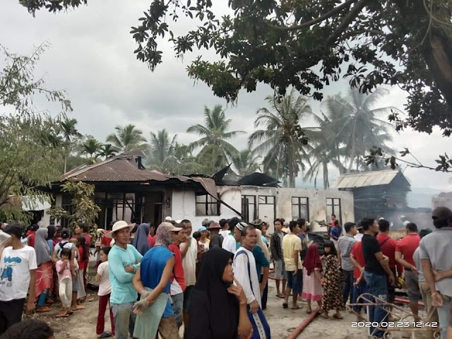 Sijago Merah Mengamuk ,4 Rumah di Bukik Tandang Kampung  Parit Ludes Terbakar